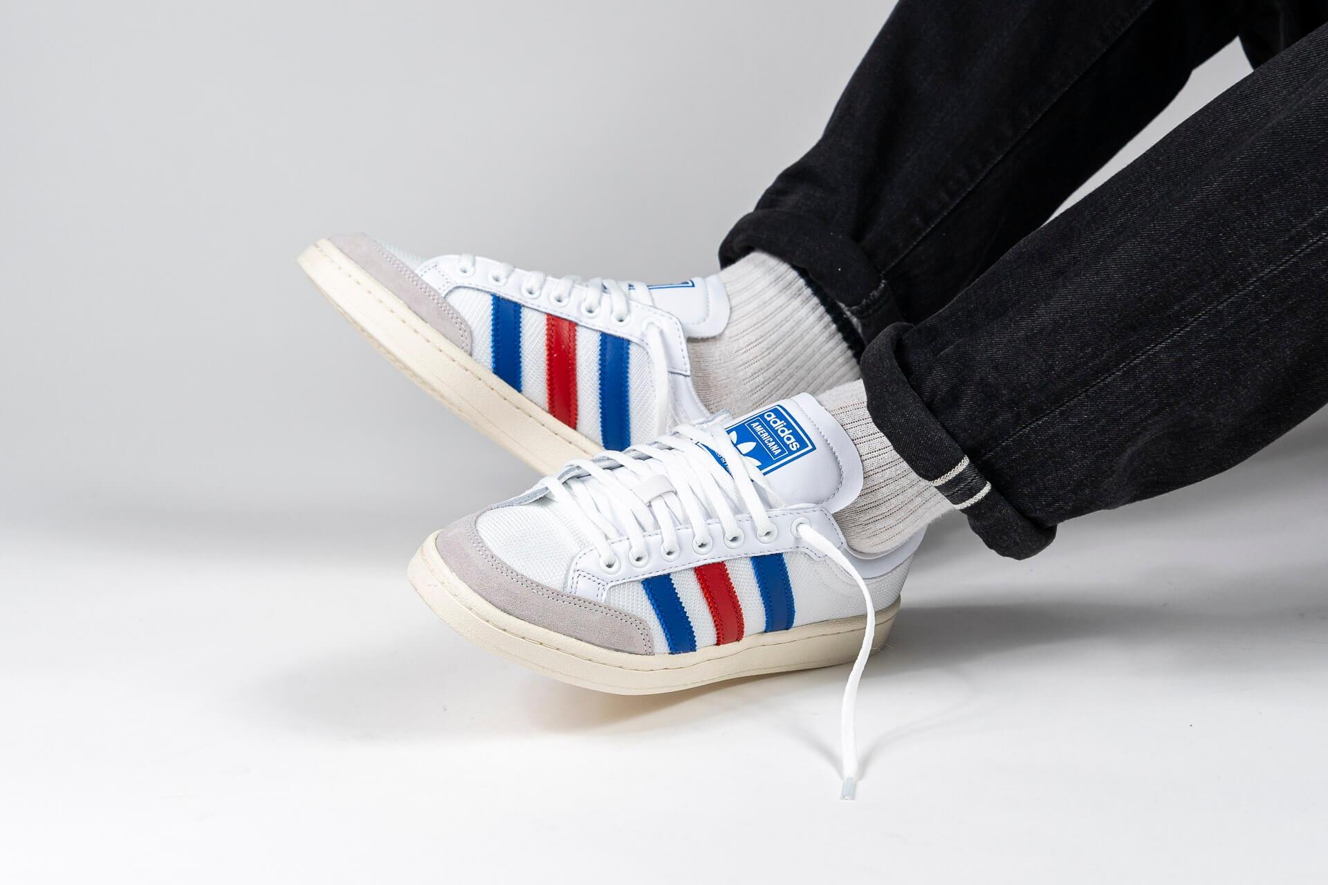 zeigt Americana Low von Adidas