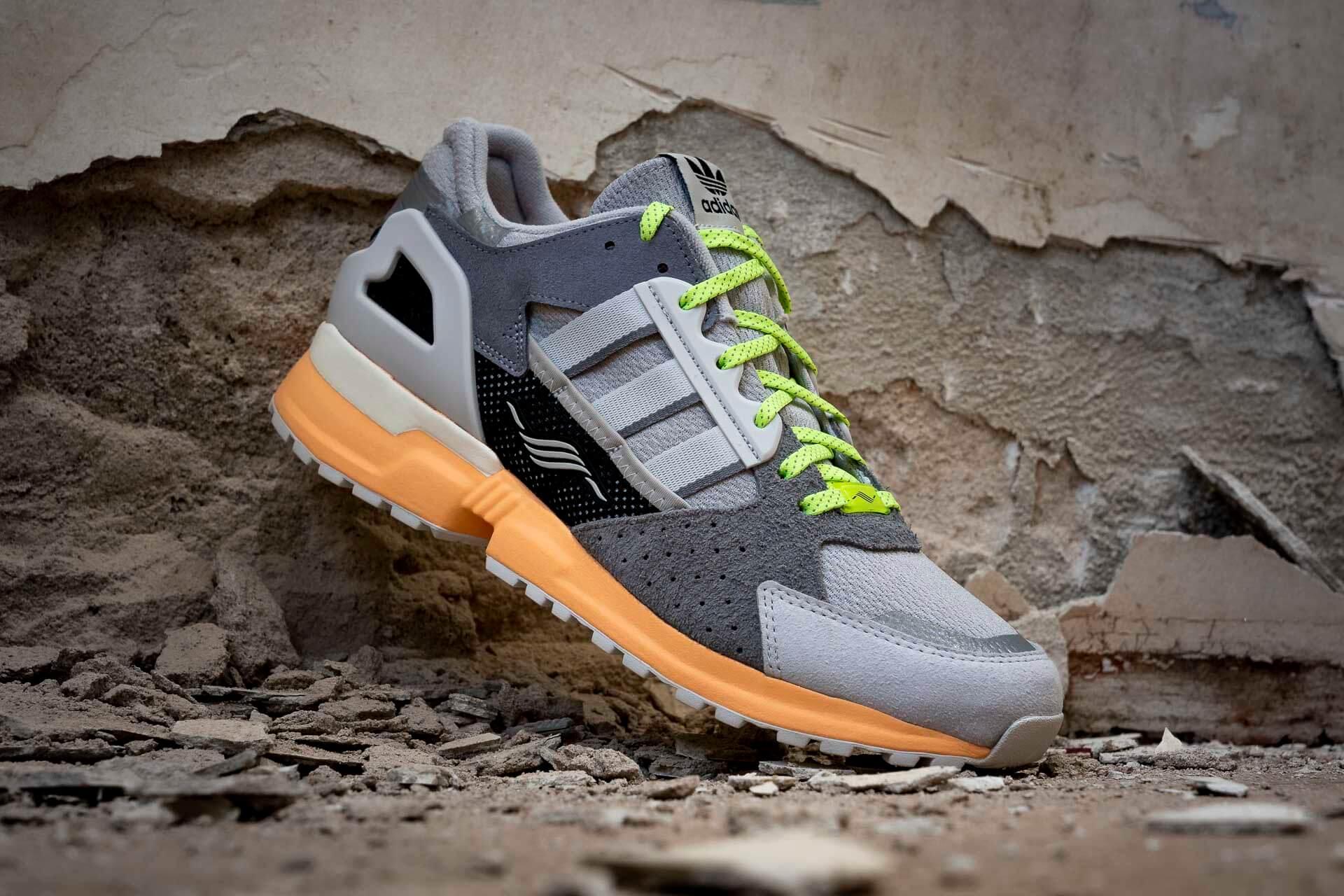 zeigt ZX 10000 C von Adidas