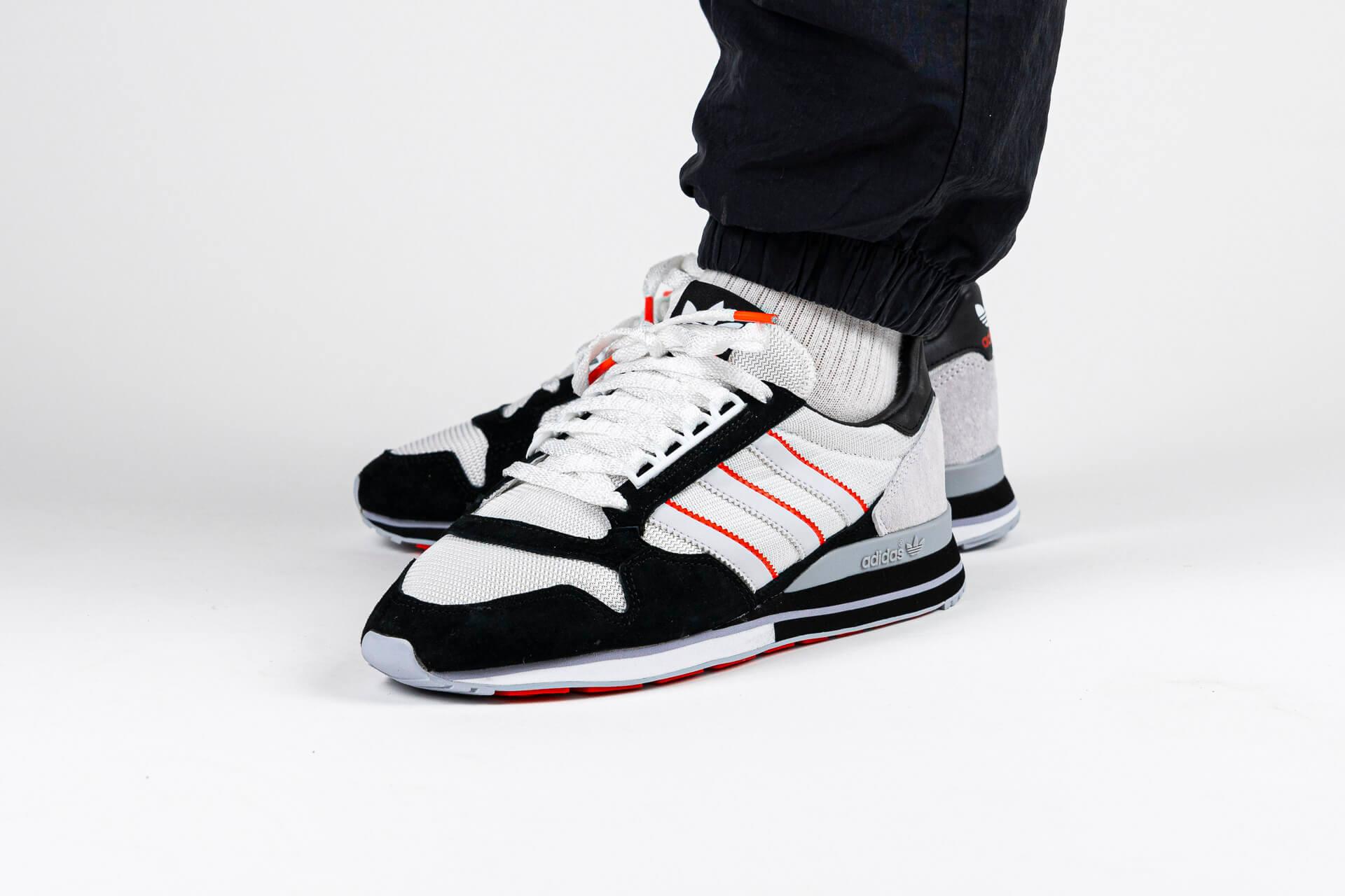 zeigt ZX 500 von Adidas