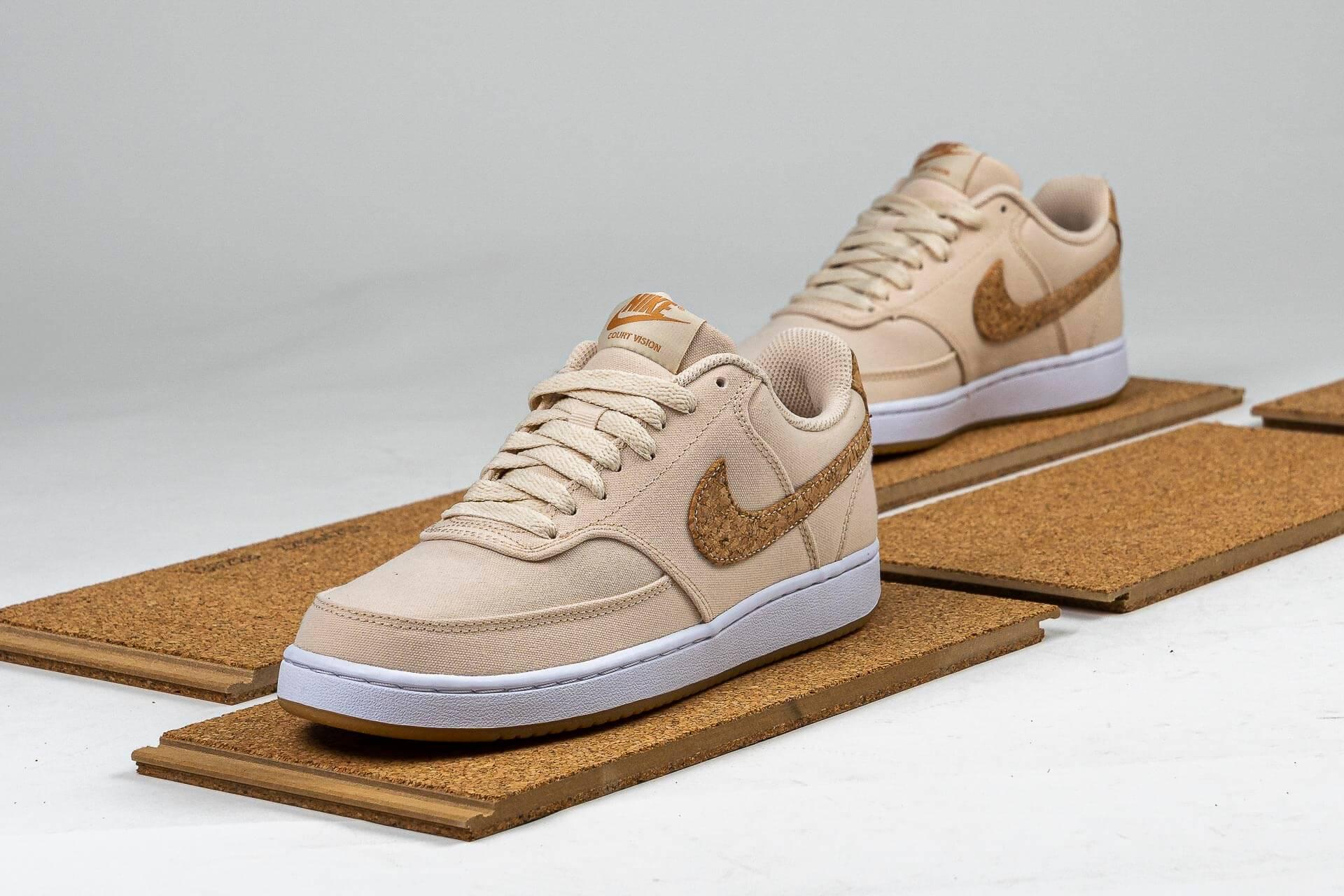 zeigt WMNS Court Vision Low Canvas von Nike